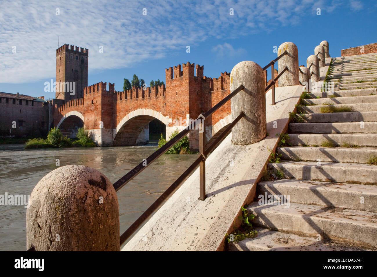 Castelveccio, Ponte Scaligero, Verona, Adige, panorama, town, city, Italy, Europe, bridge, fort, stair - Stock Image