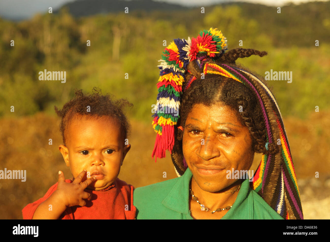 culture, ethnic, person, indigenous, people, native, tribes, tribeswoman, highlander, mother, child, Huli, Tari, - Stock Image