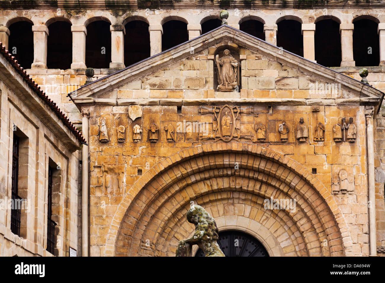 Romanesque colegiata church Santa Juliana Santillana del Mar Cantabria Spain - Stock Image