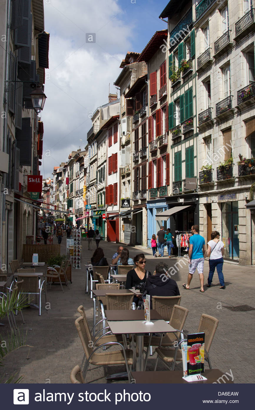 Bayonne sreet scene and kerbside cafe - Stock Image