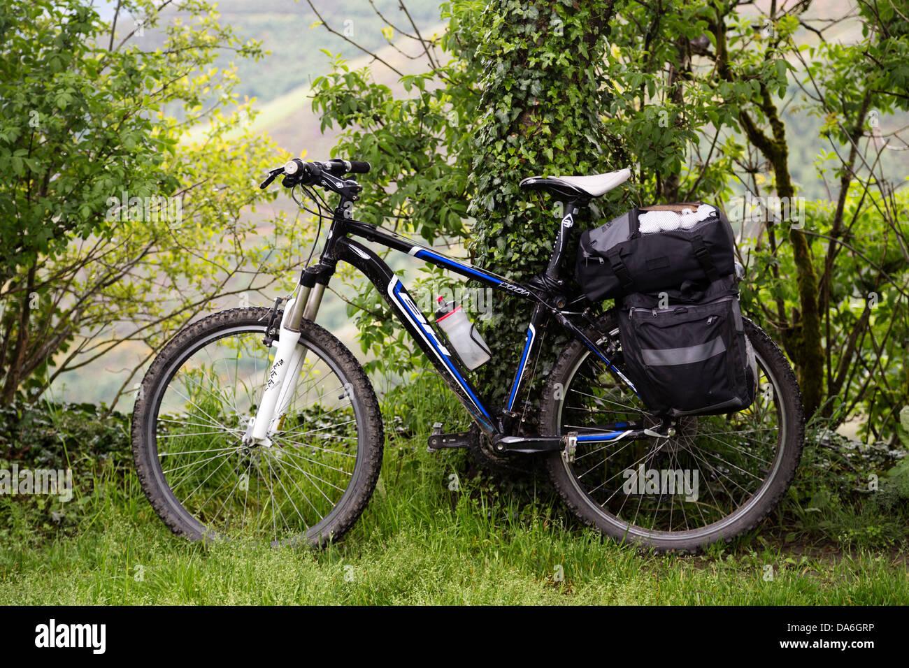Biking a pilgrim Pedrafita do Cebreiro Camino Xacobeo de Santiago Lugo Galicia Spain - Stock Image