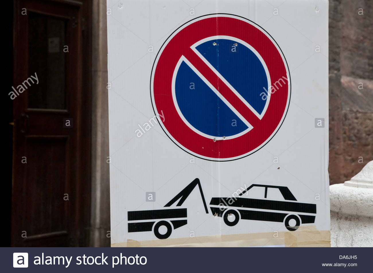 forced removal,no parking - Stock Image