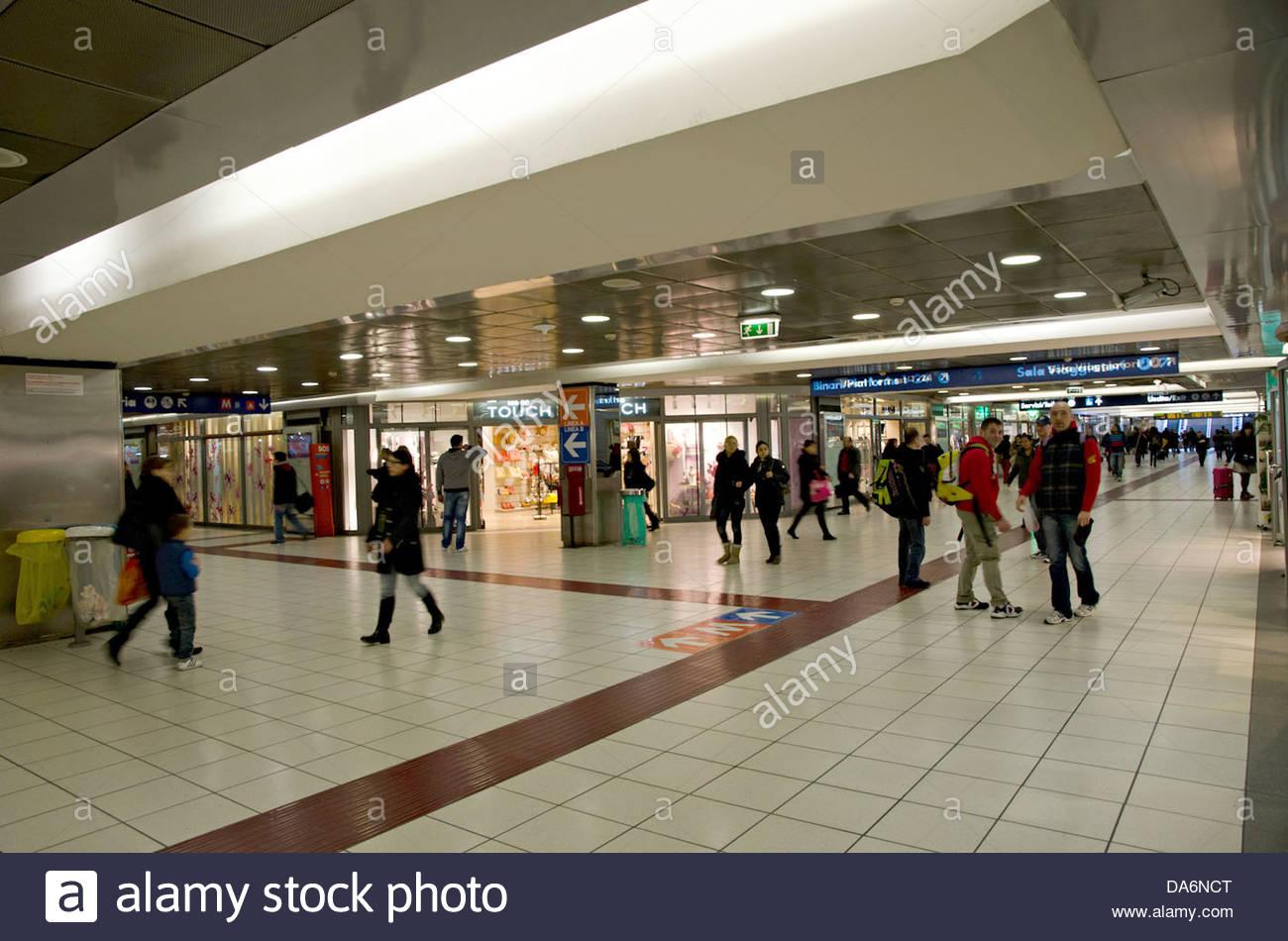 buy popular 34ca3 2419d roma termini railway station,rome,italy - Stock Image