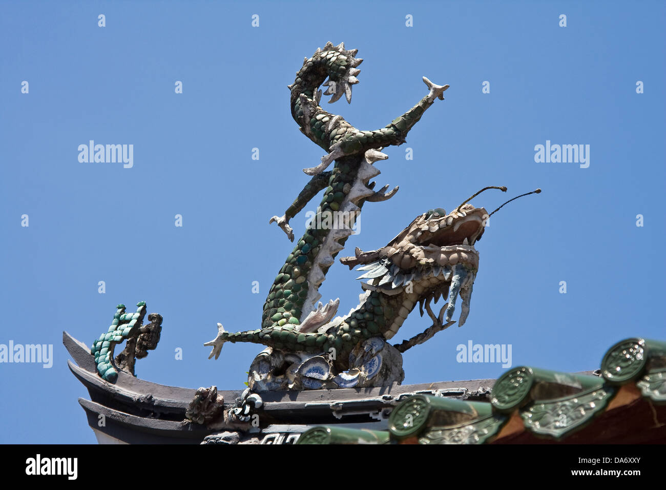 Asia,Singapore,Singapore City,China Town,Thian Hock Keng Hokkien Temple,dragon on the roof - Stock Image