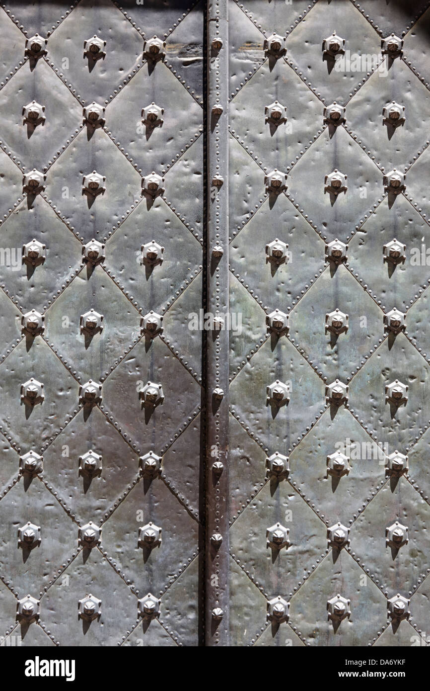 studded reinforced doors of the tarragona cathedral catalonia spain - Stock Image