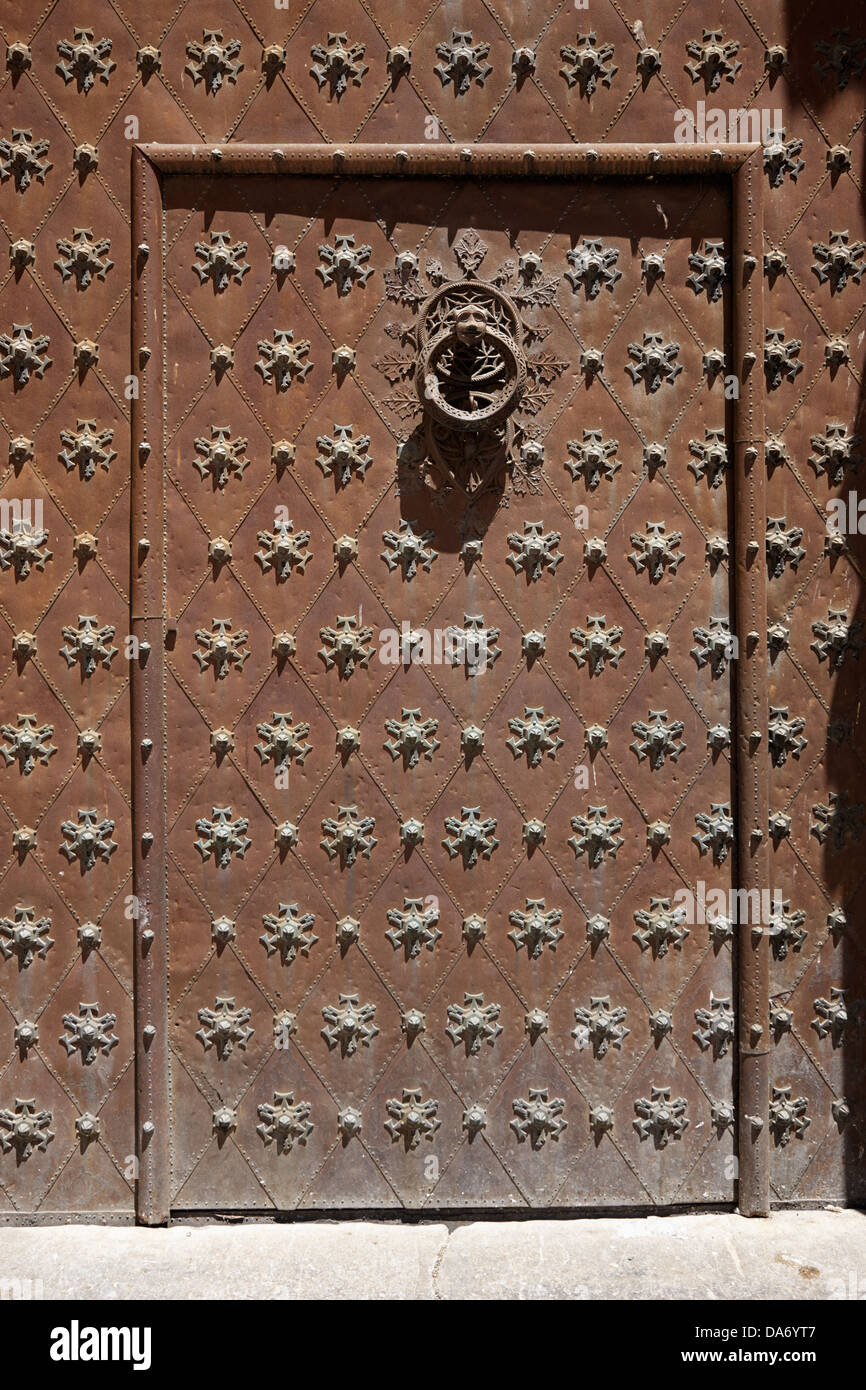 studded reinforced doors of the tarragona cathedral catalonia spain - Stock Image & Reinforced Doors Stock Photos u0026 Reinforced Doors Stock Images - Alamy