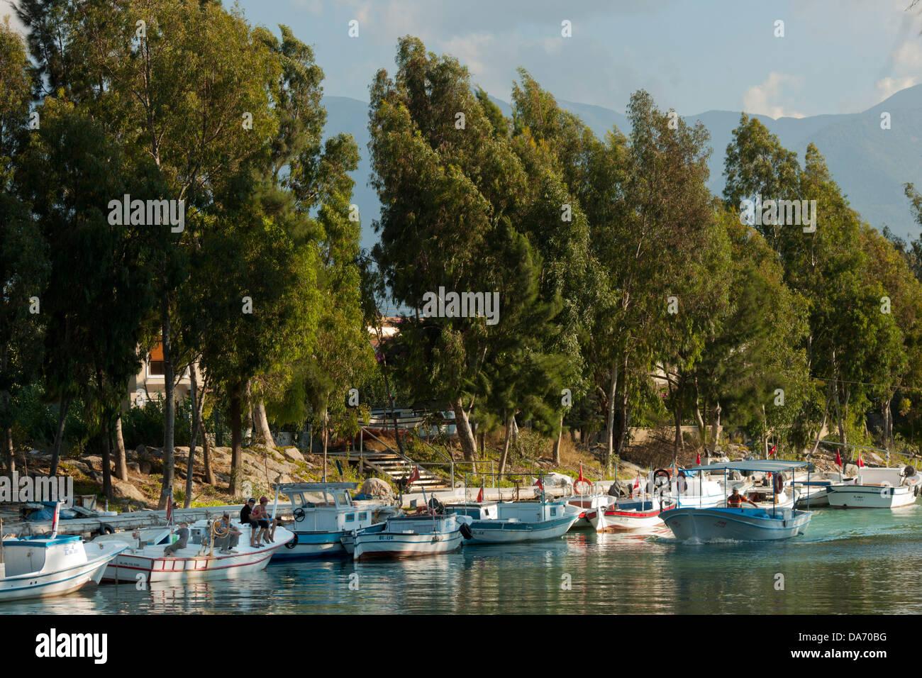 Türkei, Provinz Hatay (Antakya), Ulucinar (Arsuz), Boote am Fluss Arsuz - Stock Image