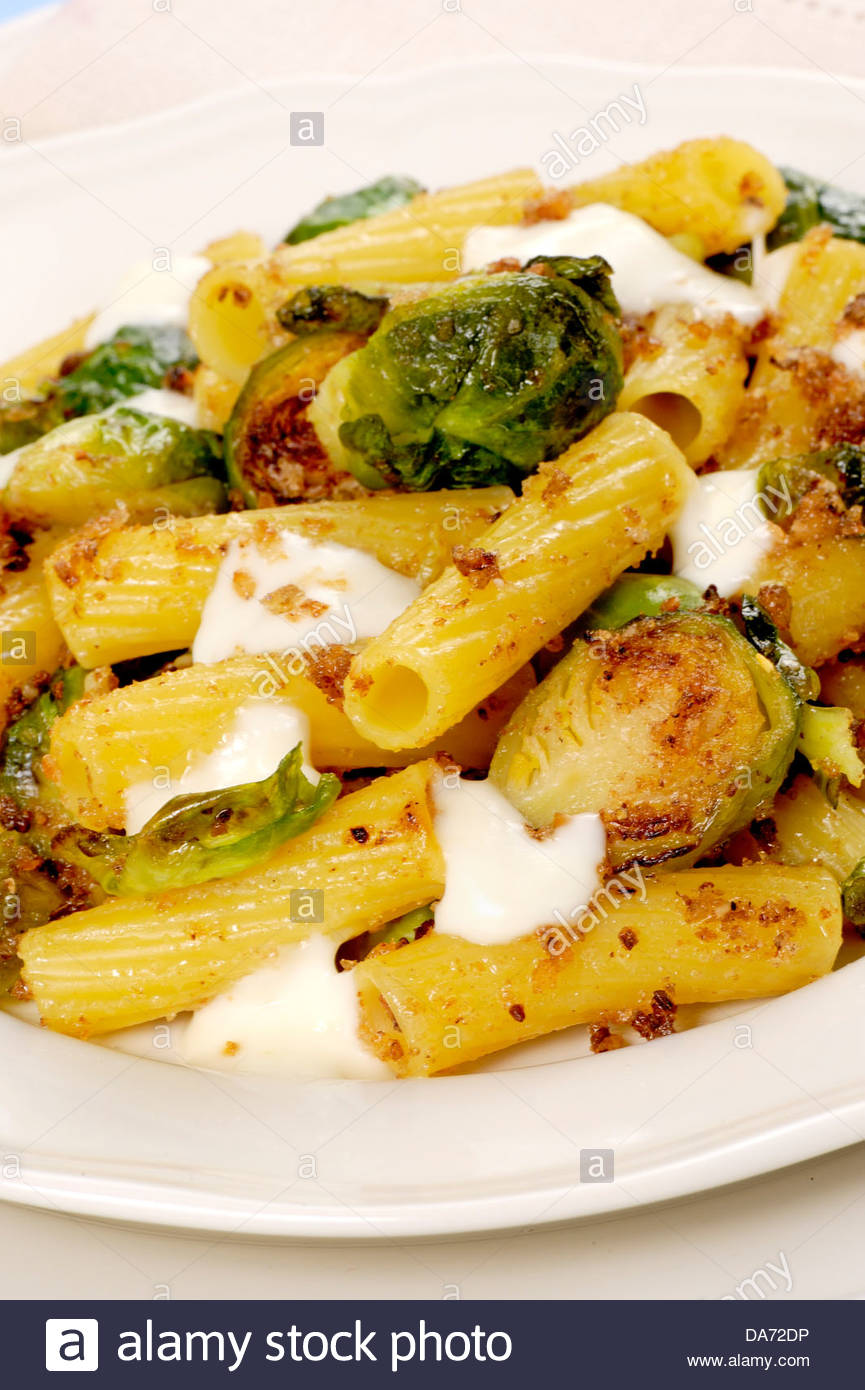 pasta brussels sprouts and cheese sauce - Stock Image