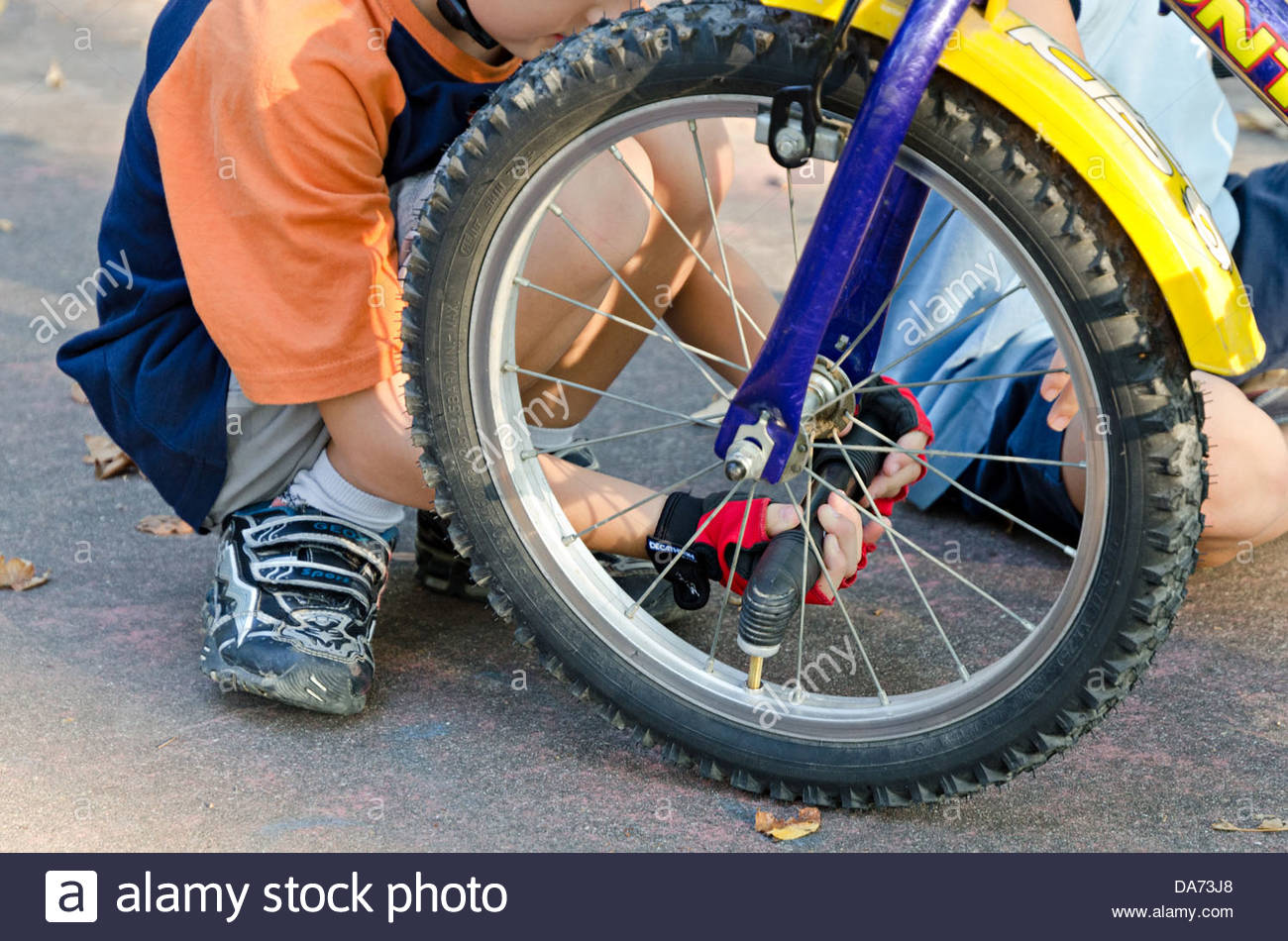 child that fills the wheel of a bicycle - Stock Image