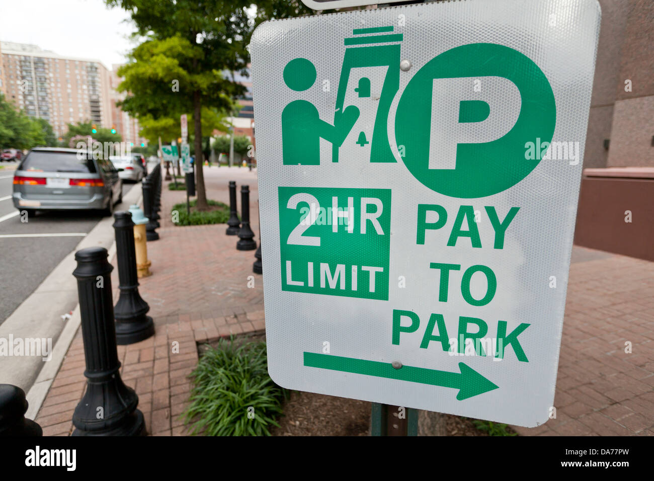 Hourly pay street parking sign - Stock Image