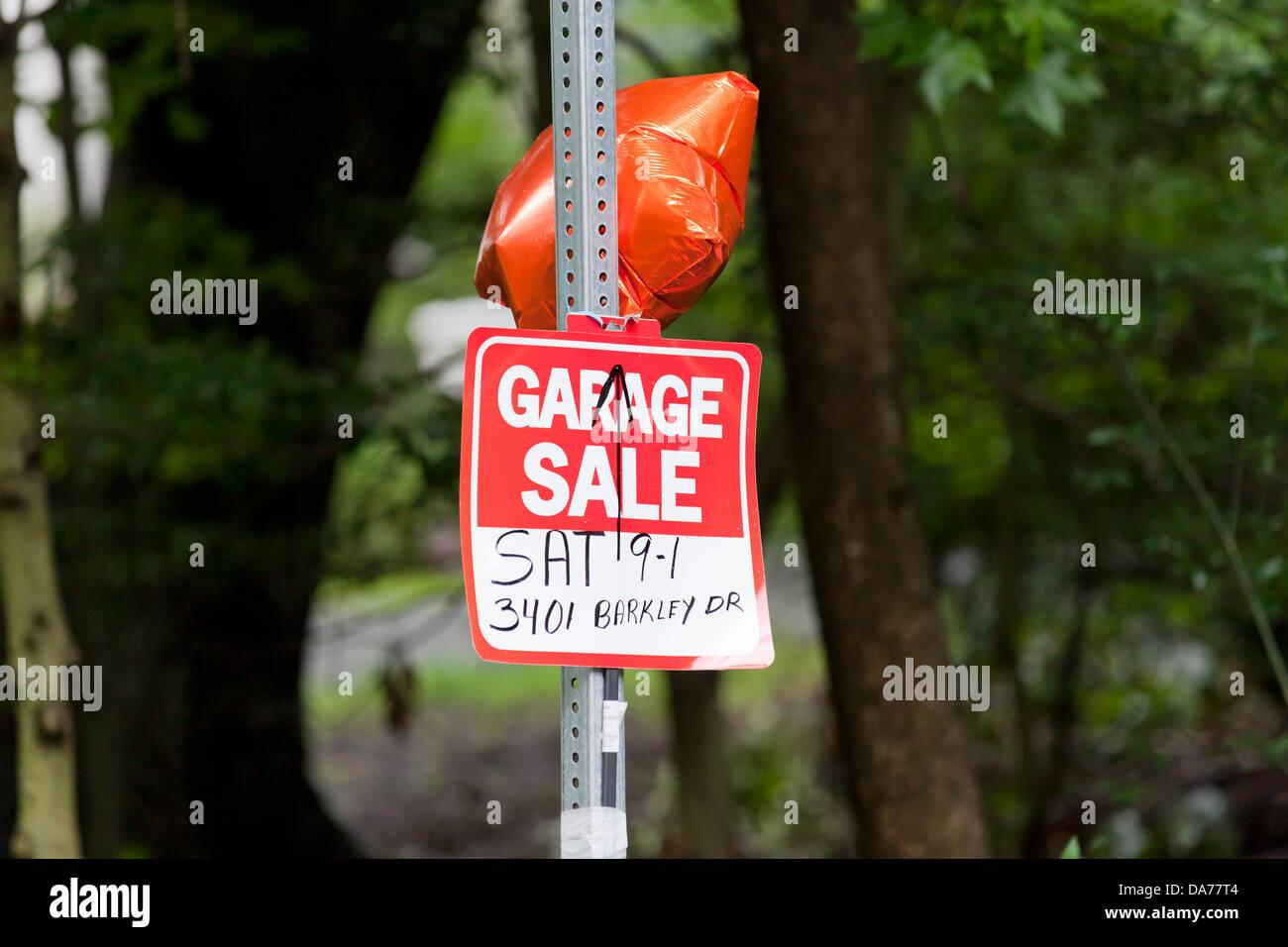 Garage sale sign - Stock Image