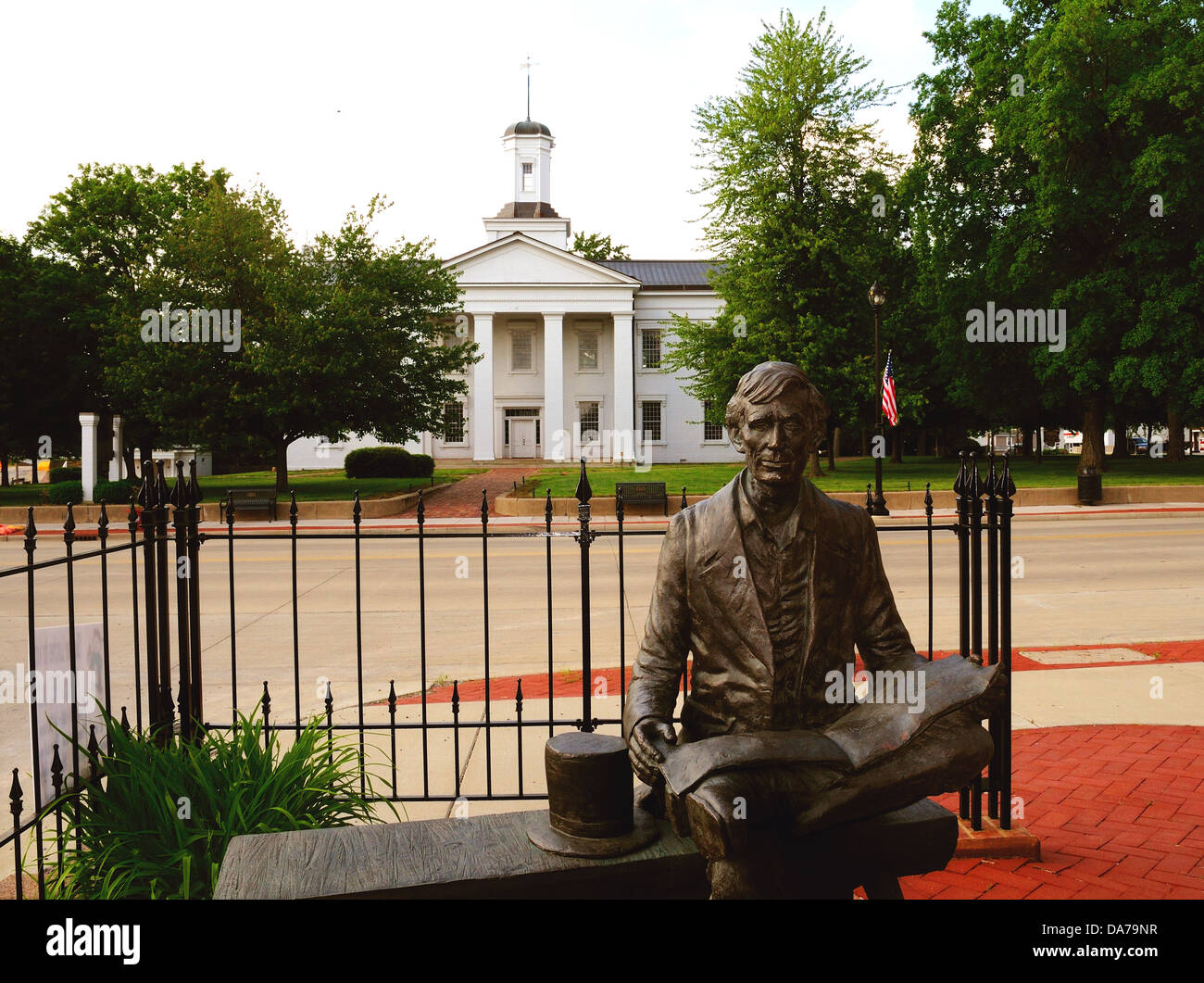 Statue of Abraham Lincoln in front of the Vandalia, Illinois, USA State Capitol from 1819-1839 - Stock Image
