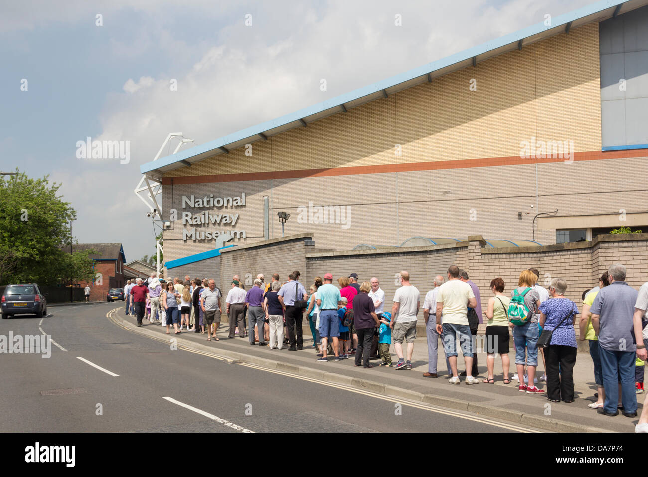York, UK. 6th July, 2013. Railway enthusiasts and people just generally interested queuing for up to a hour to enter - Stock Image