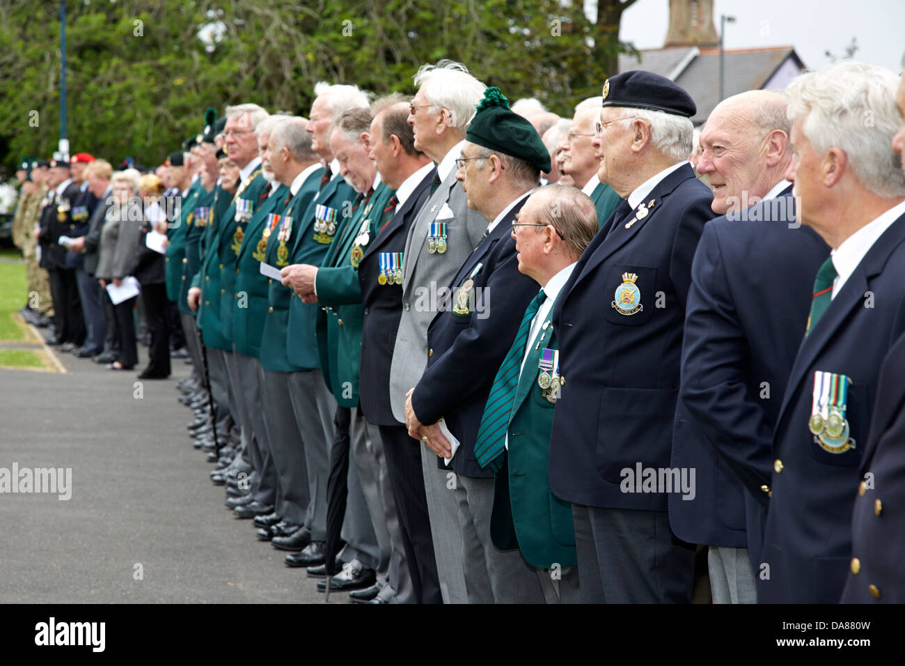 row of british army veterans at a memorial service in county down northern ireland uk - Stock Image