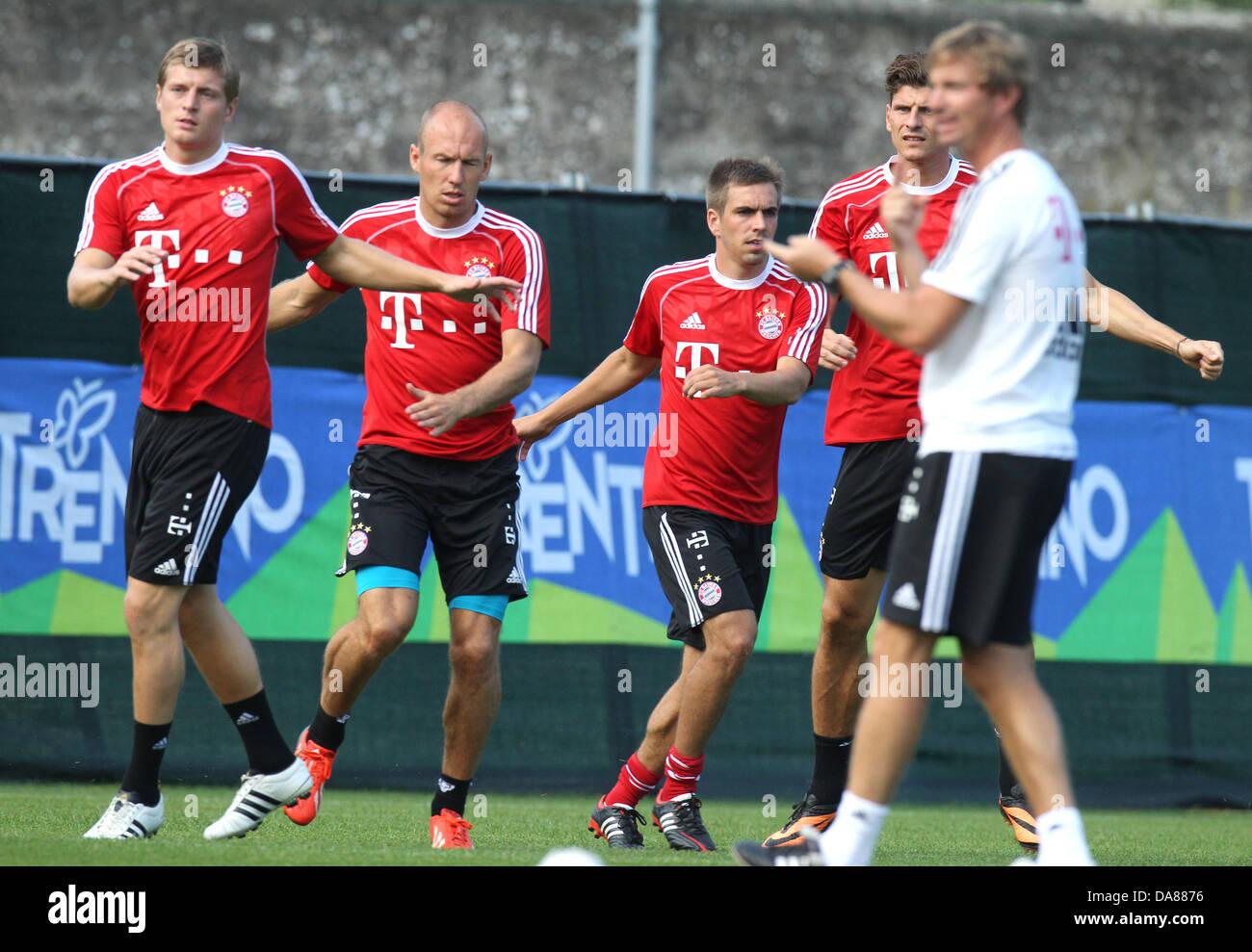Bayerns Toni Kroos (v.l.), Arjen Robben, Philipp Lahm und Mario Gomez trainieren am 07.07.2013 im italienischen - Stock Image