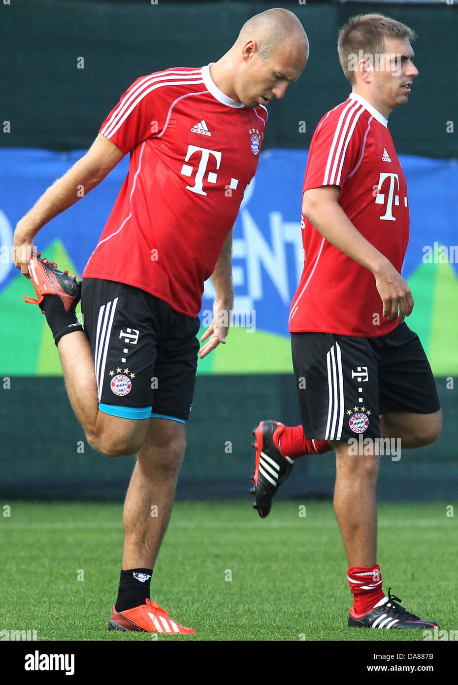 Bayerns Arjen Robben (l) und Philipp Lahm trainieren am 07.07.2013 im italienischen Arco. Der Bundesligist bereitet - Stock Image