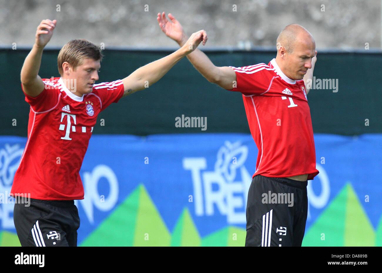 Bayerns Toni Kroos (l) und Arjen Robben trainieren am 07.07.2013 im italienischen Arco. Der Bundesligist bereitet - Stock Image