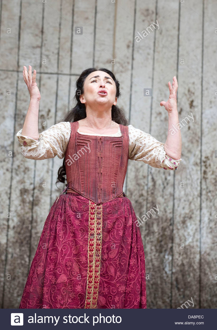 Macbeth by William Shakespeare. A Shakespeare's Globe Production directed by Eve Best. with Samantha Spiro as - Stock Image