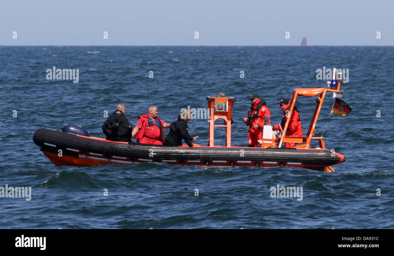 A tender takes divers of the munitions recovery service from multi-purpose ship Arkona to two depth charges from - Stock Image