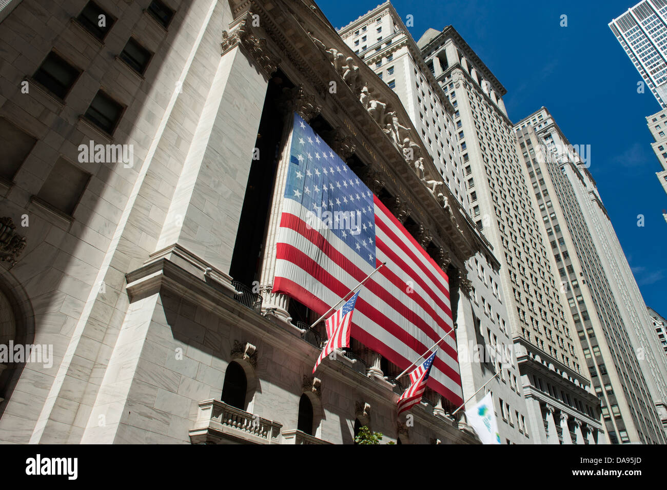FRONT FACADE NEW YORK STOCK EXCHANGE BUILDING BROAD STREET DOWNTOWN MANHATTAN NEW YORK USA - Stock Image