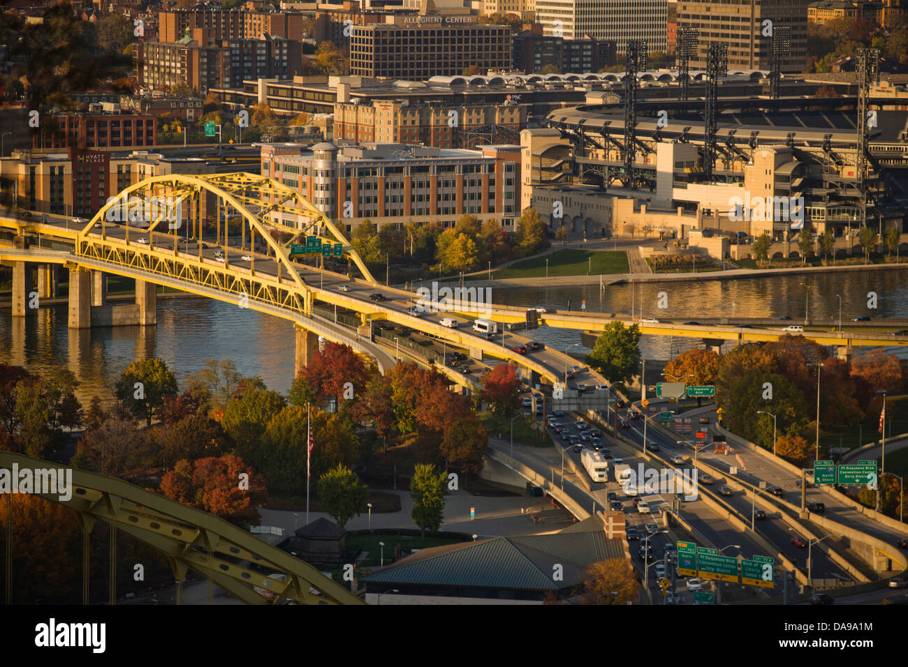 FORT DUQUESNE BRIDGE ALLEGHENY RIVER DOWNTOWN PITTSBURGH PENNSLVANIA USA - Stock Image