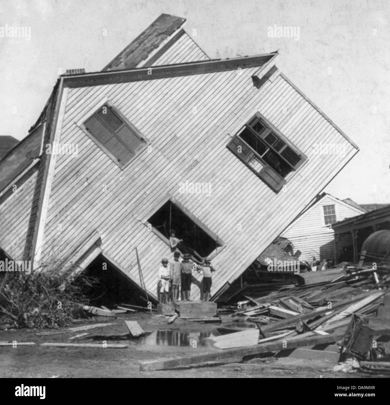 Galveston Disaster, Texas: house on Avenue N slightly moved with flood, October 1900 - Stock Image
