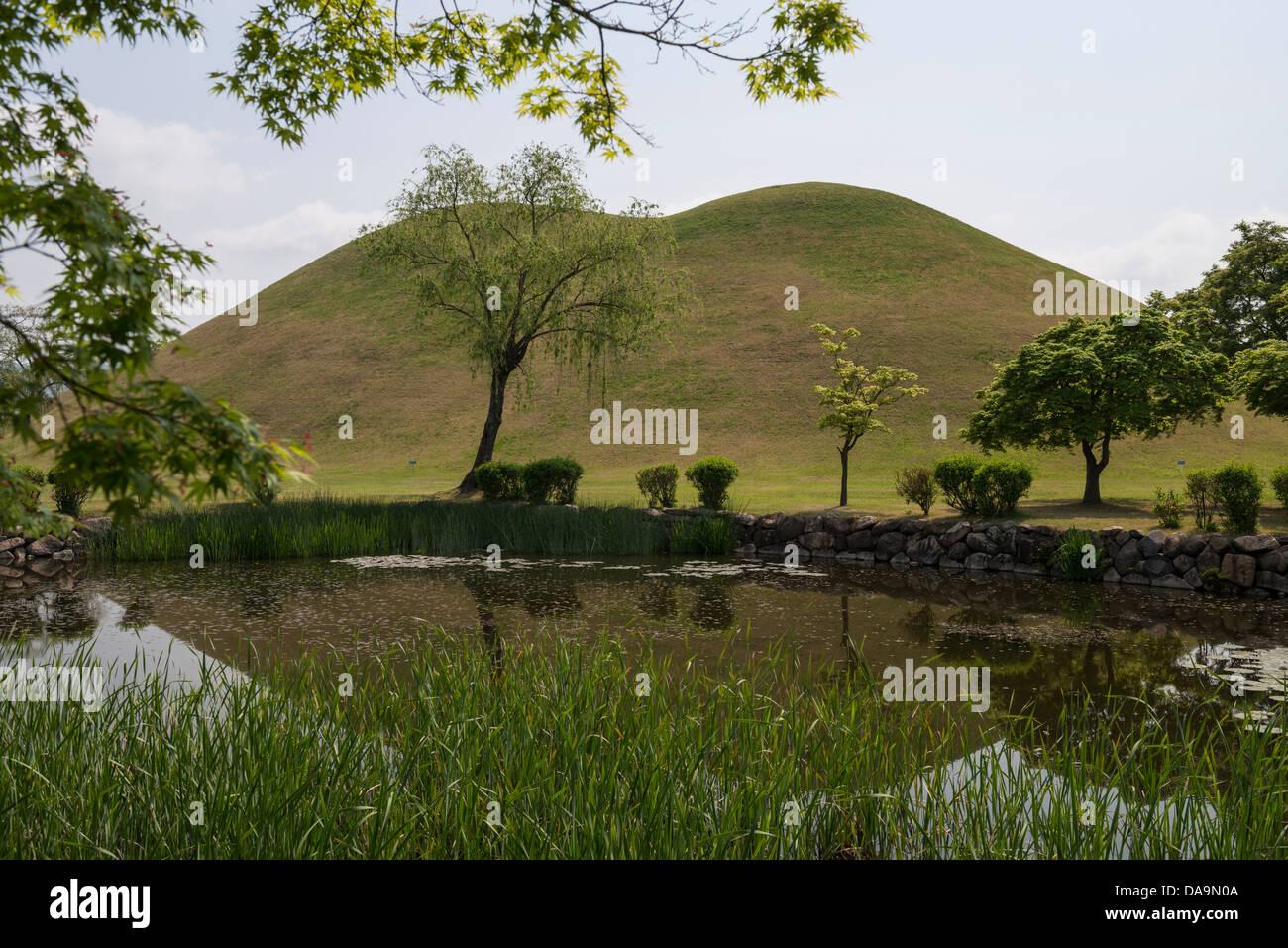 Tumuli Park Royal Tombs, Gyeongju, South Korea Stock Photo