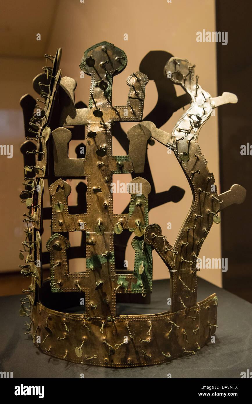 Replica Silla Dynasty Bronze Crown on display in the Gyeongju National Museum, Busan, South Korea Stock Photo