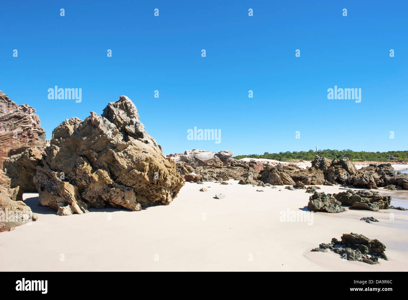 Rocks and mussel shells at the sandy eastern beach of Cape Leveque, Dampier Peninsula, Kimberley, Western Australia Stock Photo