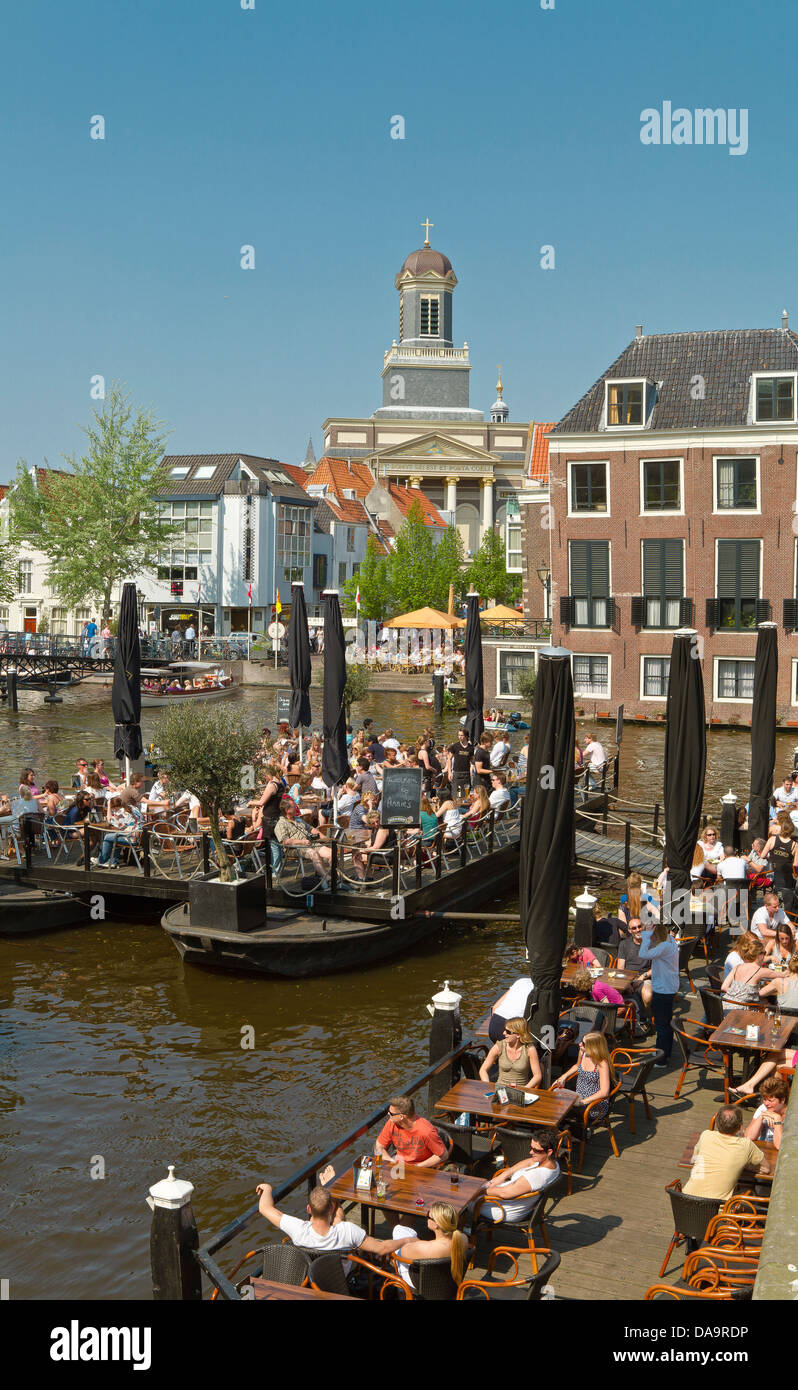 Netherlands, Holland, Europe, Leiden, Outdoor, cafes, canal, city, village, water, spring, people, outdoor cafe, - Stock Image