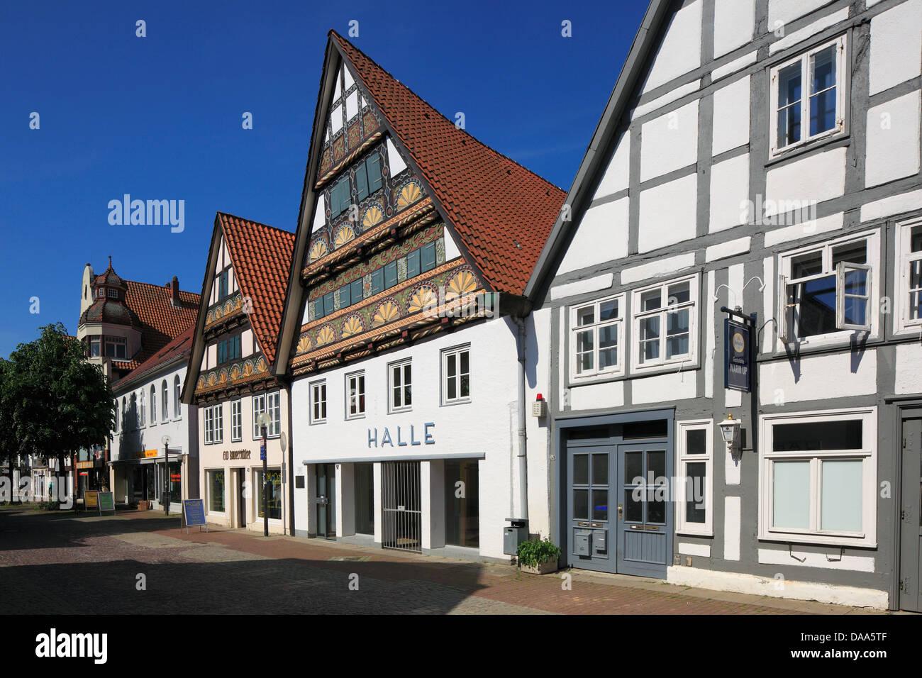 Fachwerkhaeuser und Steinhaeuser in der Kramerstrasse von Lemgo, Weserbergland, Nordrhein-Westfalen - Stock Image
