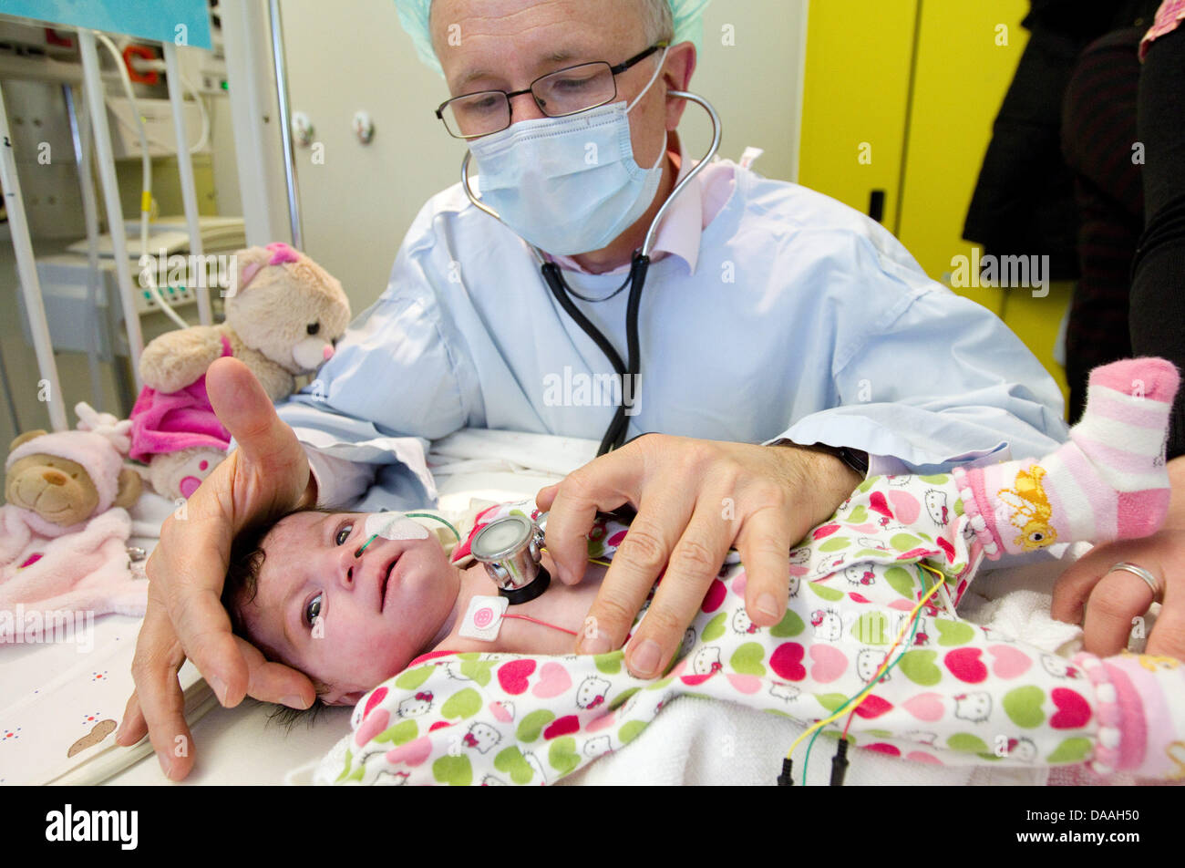 Dr. Hans Gerd Kehl, the commissionary head of the children's cardiology, checks upon the operated Ljuah Ahmeti - Stock Image