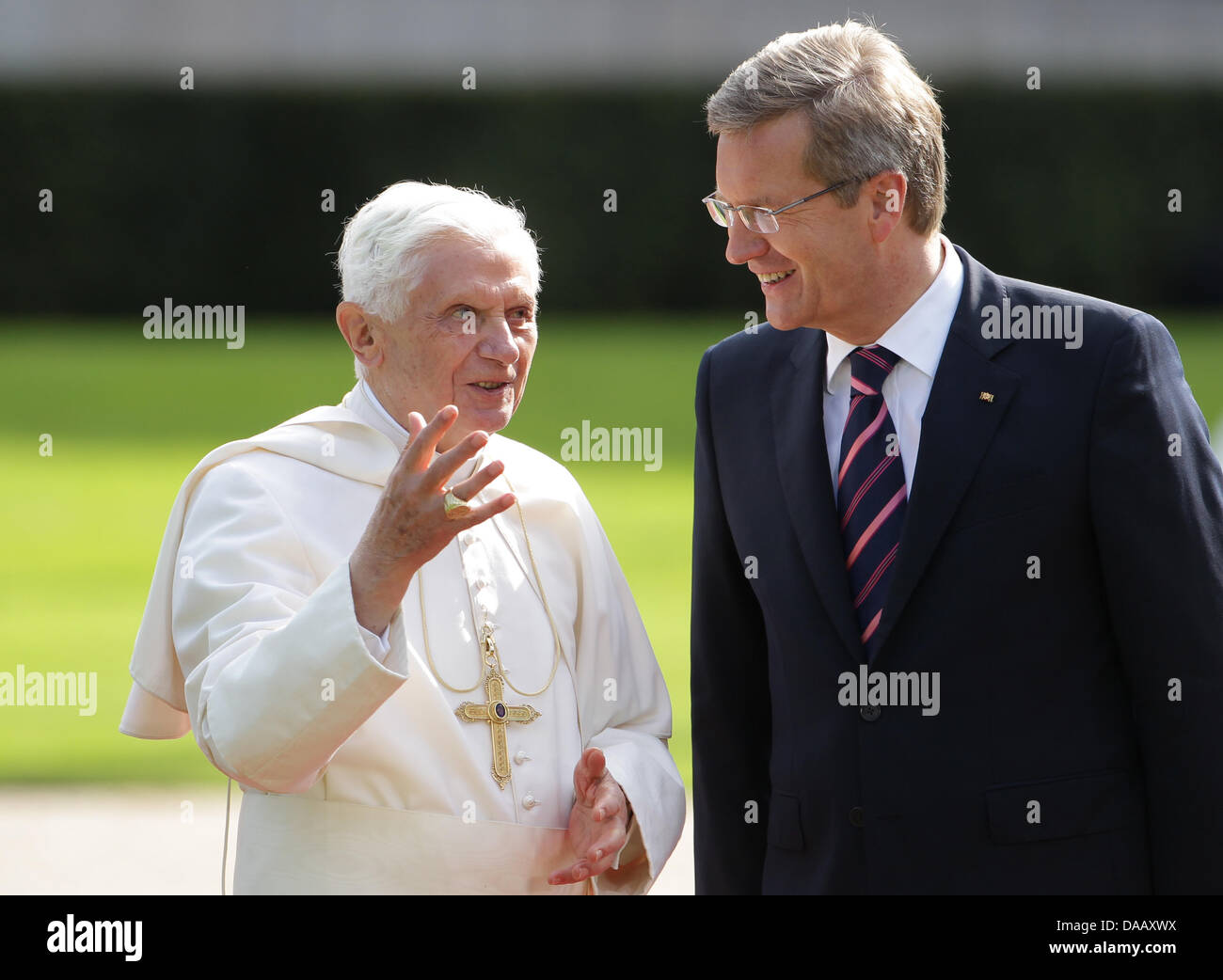 Pope Benedict XVI (L) speaks at Bellevue Palace in Berlin, Germany, 22 September 2011,with the German President - Stock Image