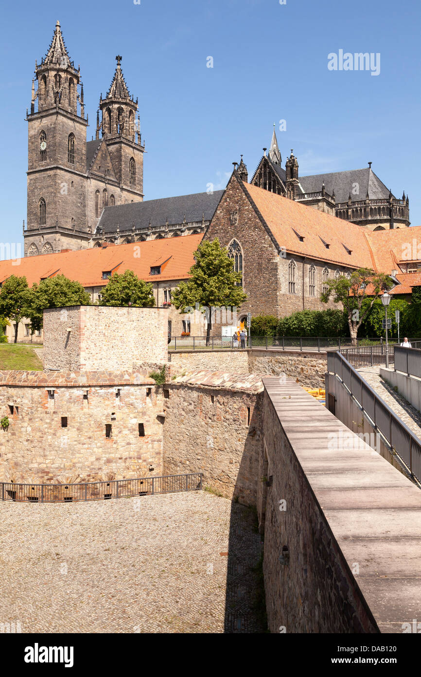 Cathedral with old city fortifications in foreground, Magdeburg, Saxony Anhalt, Germany - Stock Image