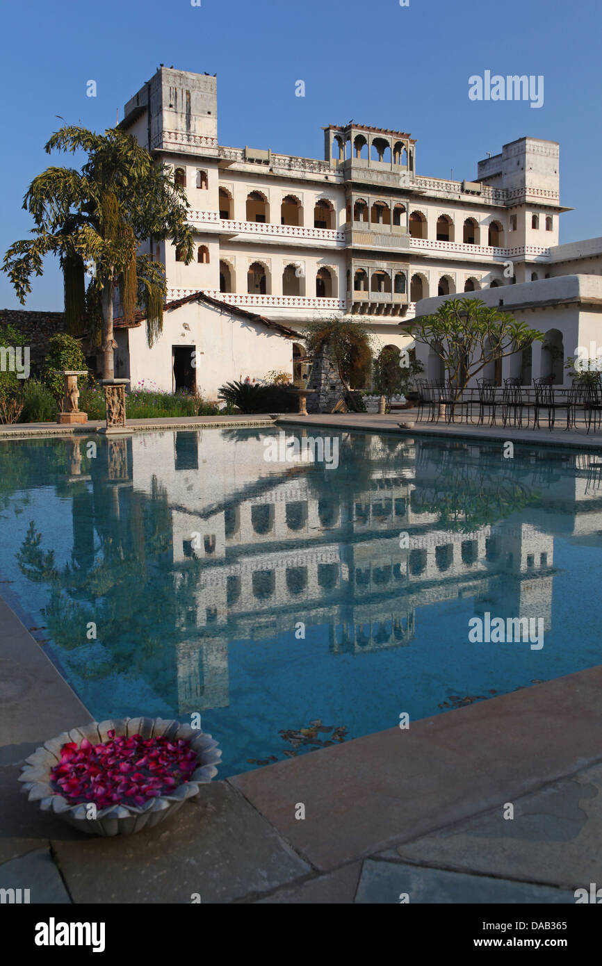 Hotel Castle Bijaipur, palace, pool, noble, luxurious, rural, palm, India, Asia, Rajasthan, - Stock Image