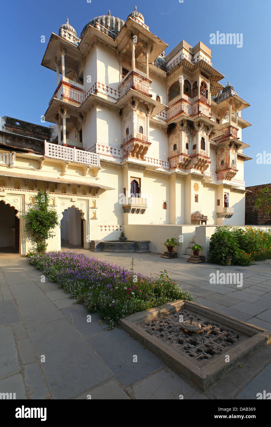Hotel Castle Bijaipur, palace, flowers, mauve, noble, luxurious, rural, palm, India, Asia, Rajasthan, - Stock Image
