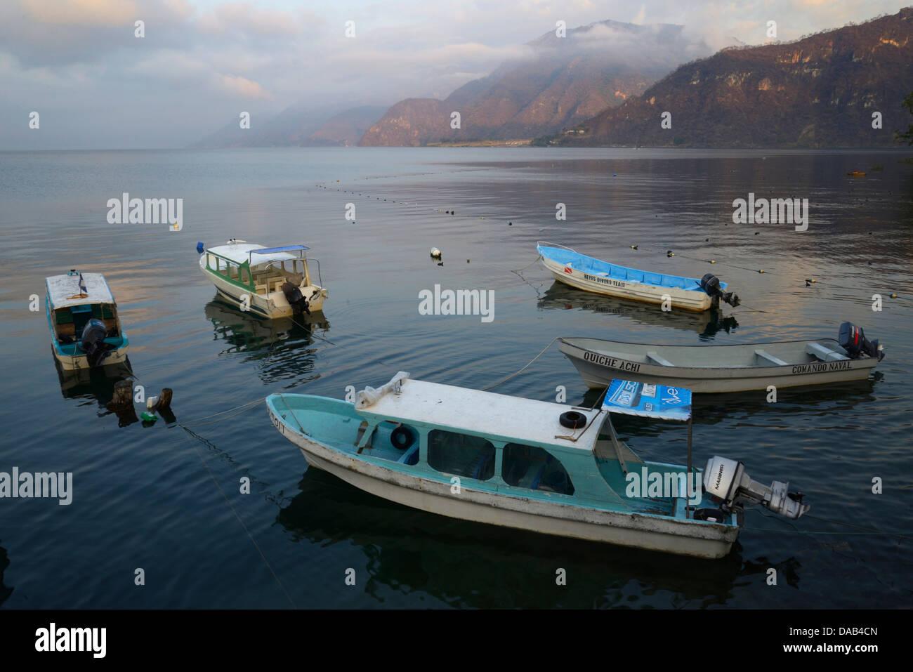 Central America, Guatemala, Lago de, Atitlan, lake, boat, mountains, volcano, rim of fire, landscape, Solola, - Stock Image
