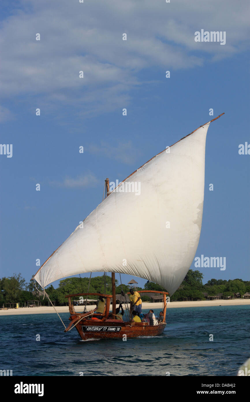 Dhow with tourists going for a trip - Stock Image