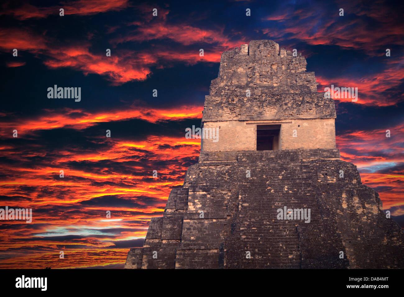 Central America, Guatemala, Peten, Mundo Maya, maya, archaeological, UNESCO, world heritage, Tikal, sky - Stock Image