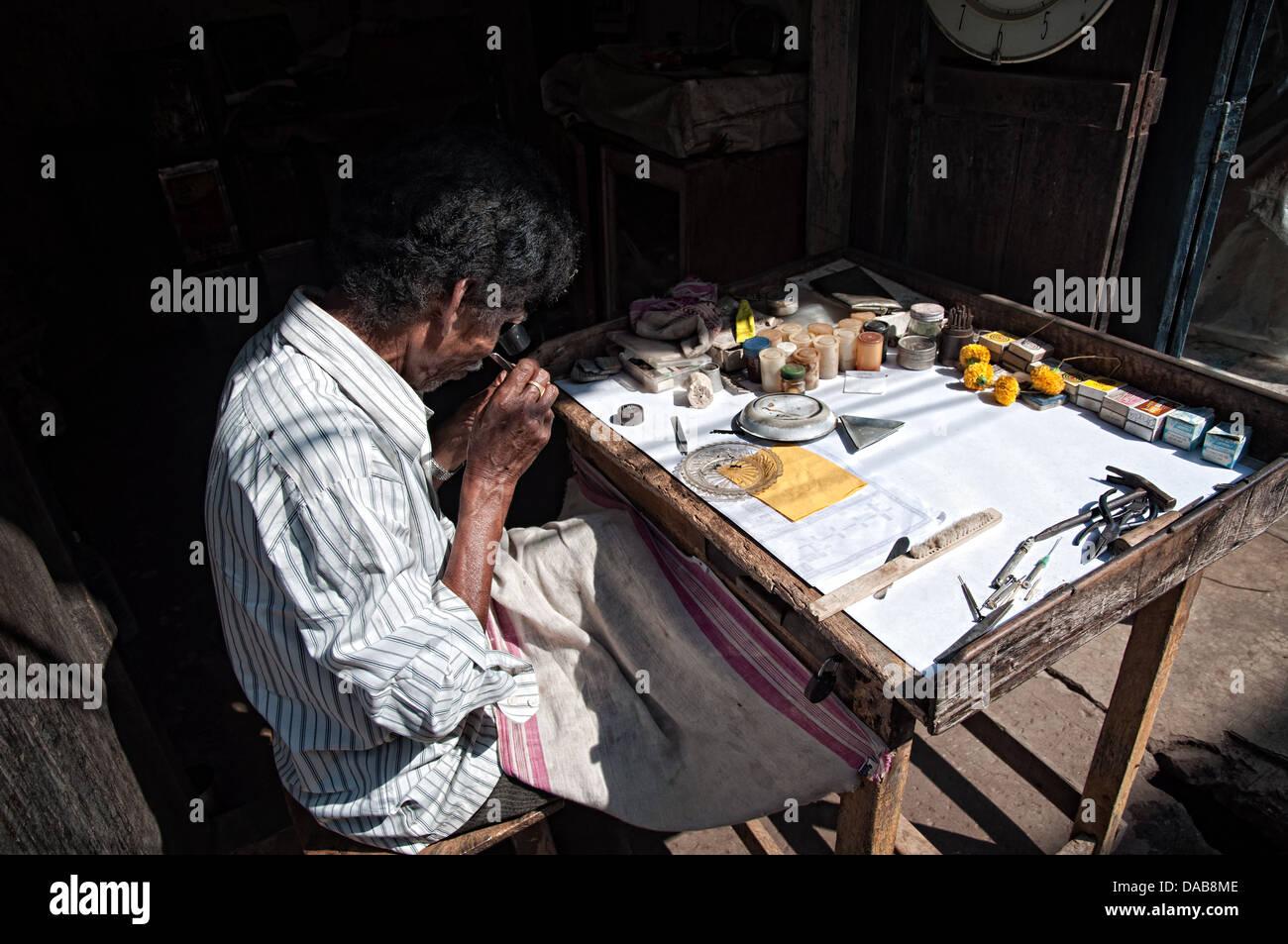 Jeweller working. Puri, Orissa, India - Stock Image