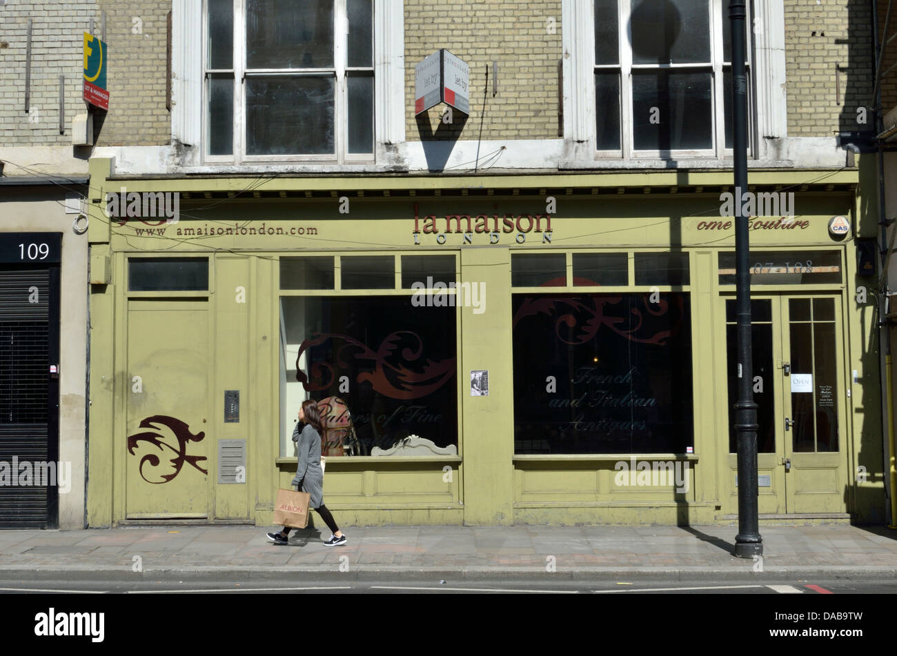 La Maison antique bed and antique furniture shop in Shoreditch High Street, Shoreditch, London, UK - Stock Image