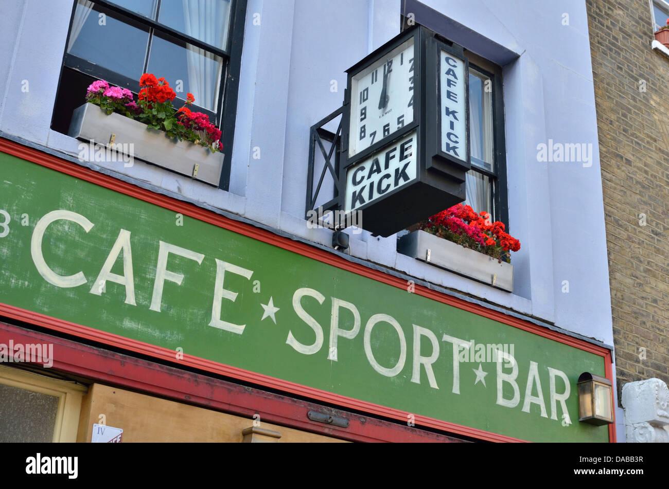 Sports Bar Stock Photos & Sports Bar Stock Images - Alamy