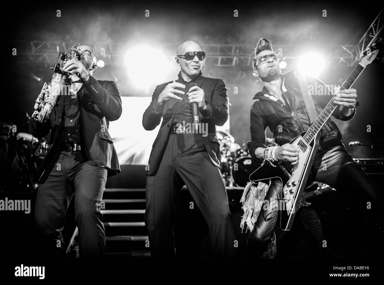 Pitbull performs live - Stock Image