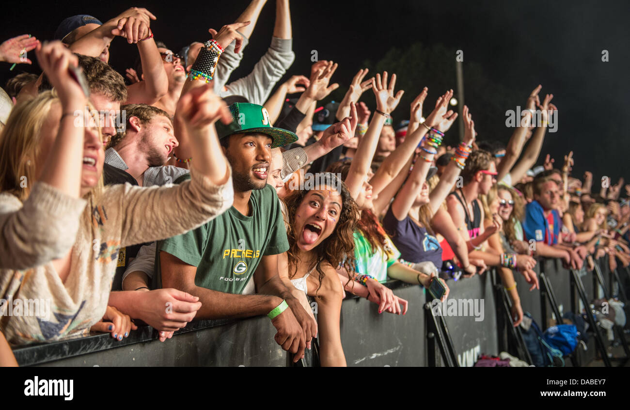 Perfect Fans Cheering At A Pretty Lights Concert