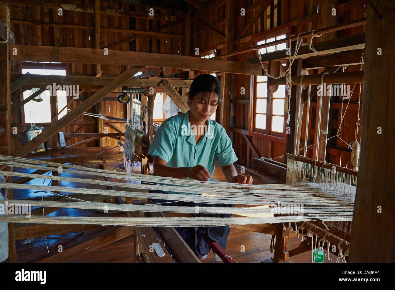 Burmese woman at loom, Nampan village, Inle Lake, Shan State, Myanmar (Burma), Asia - Stock Image