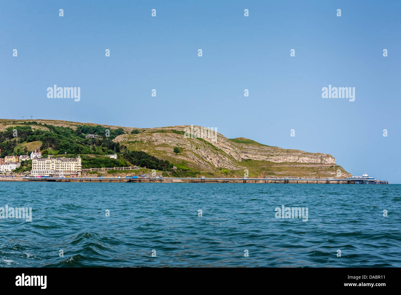 Llandudno pier and the Great Orme on the East Bay of the North Wales seaside town. Clwyd - Stock Image