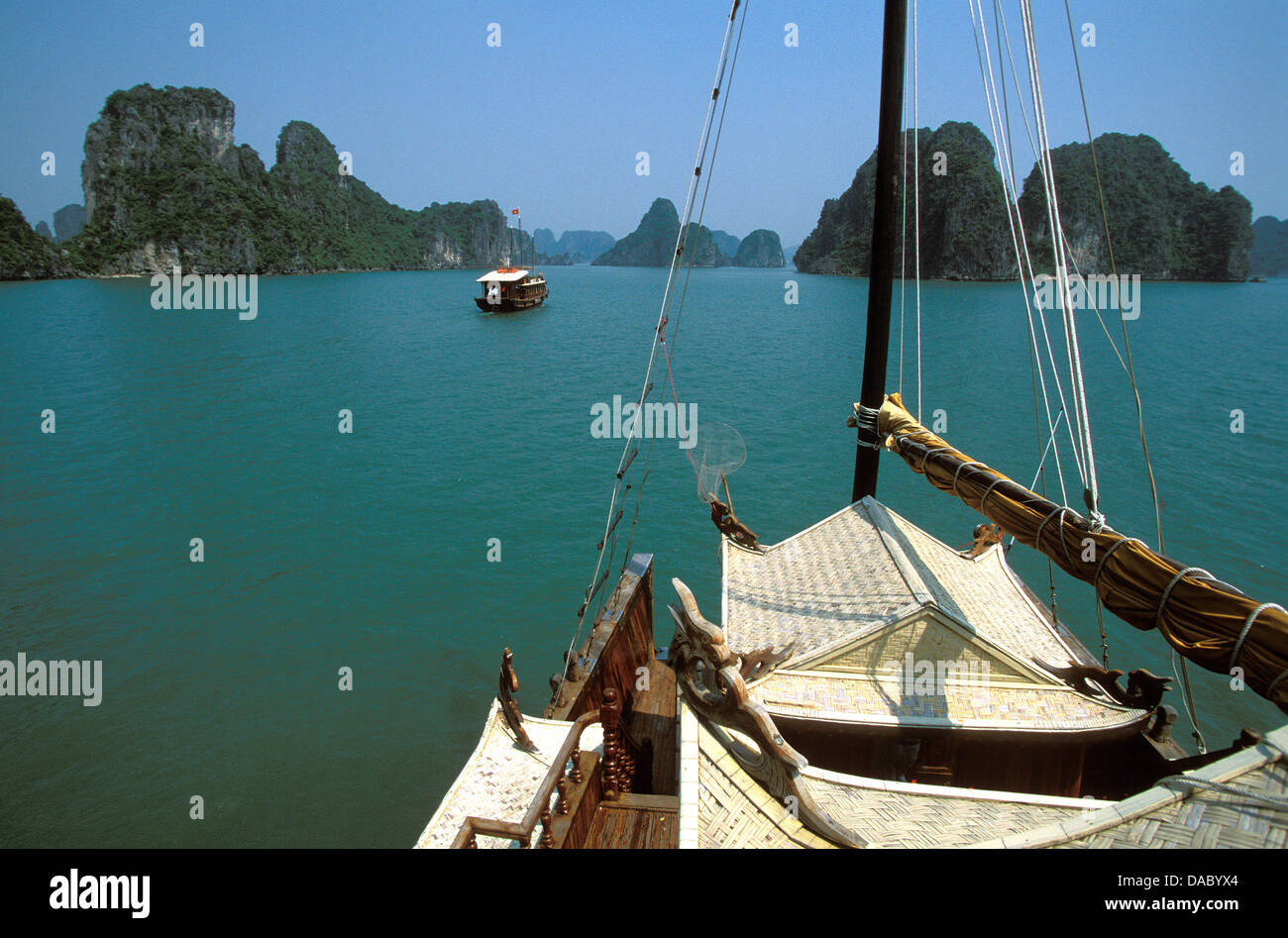 Sailing boat in Ha-Long Bay, UNESCO World Heritage Site, Vietnam, Indochina, Southeast Asia, Asia - Stock Image