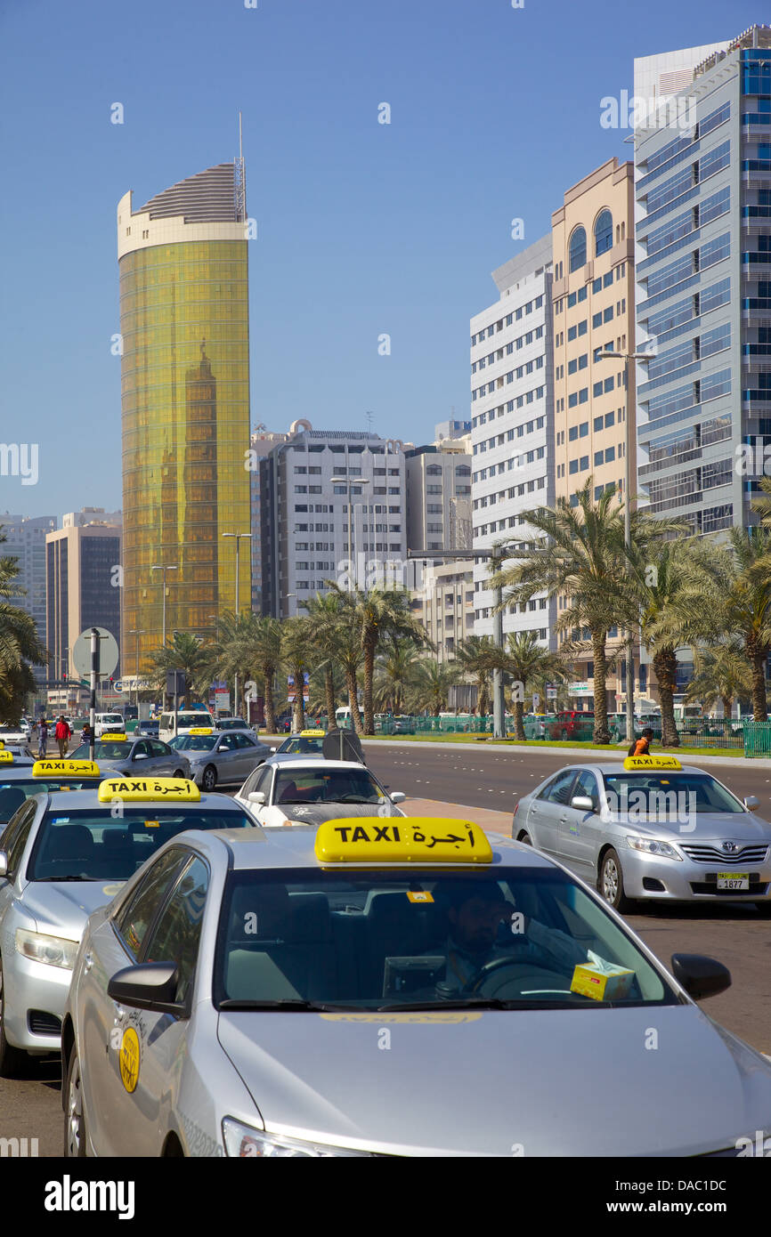 Madinat Zayed Shopping and Gold Centre and taxi, Abu Dhabi, United Arab Emirates, Middle East - Stock Image