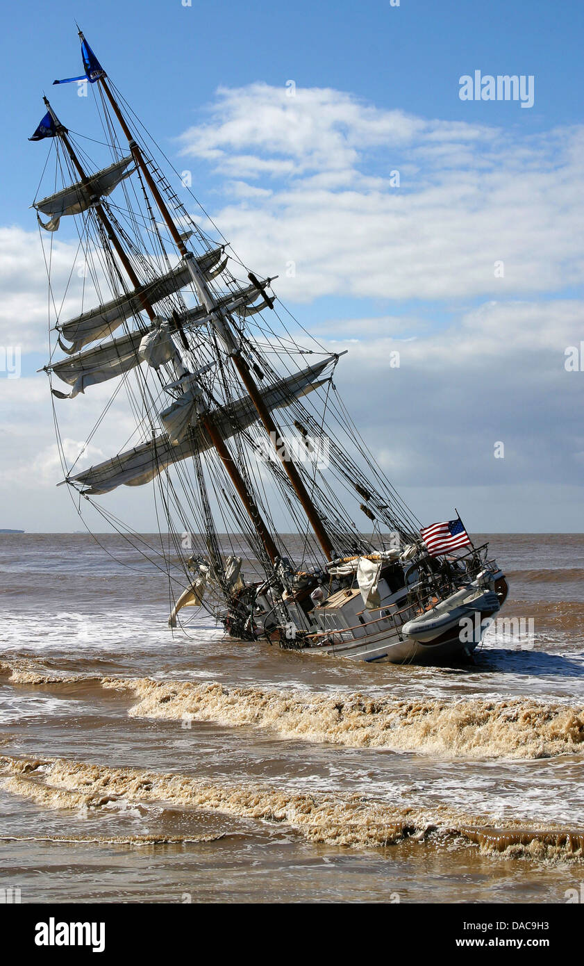 OXNARD, Calif. (Mar. 23, 2005)--90' tall ship Irving Johnson lies hard aground, only yards from shore, near - Stock Image