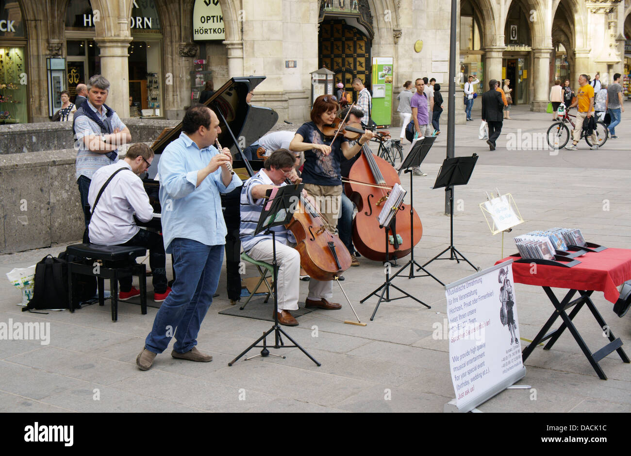 Street musicians on Marienplatz, Munich, Germany - Stock Image